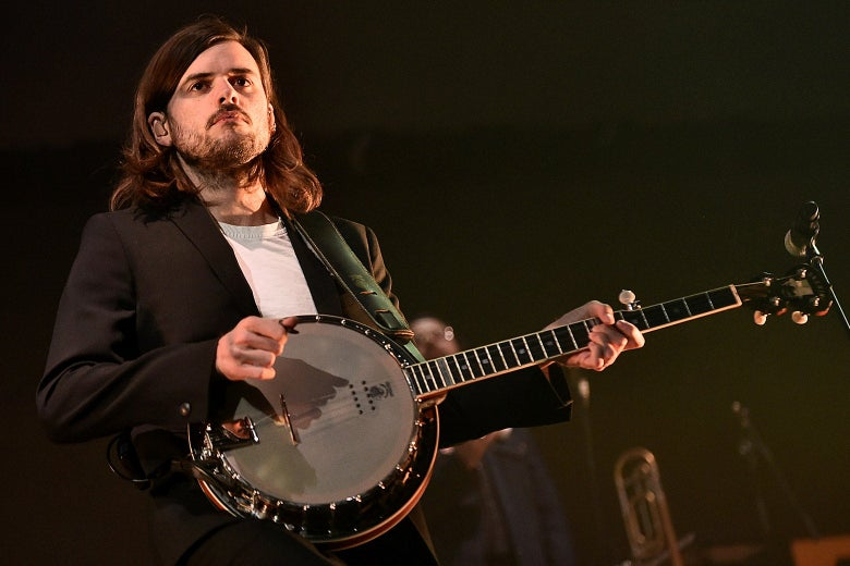Winston Marshall plays banjo.