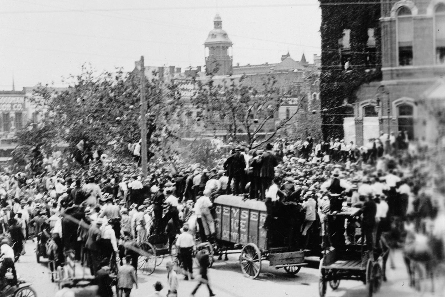 A shot of downtown Waco in 1916, as a well-dressed crowd gathers in the public square.