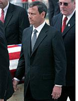 Roberts carrying Rehnquist's casket          Click image to expand.