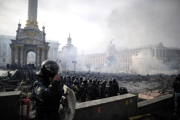 Anti-government protesters clash with police on Independence Square in Kiev on February 19, 2014 in Kiev, Ukraine.