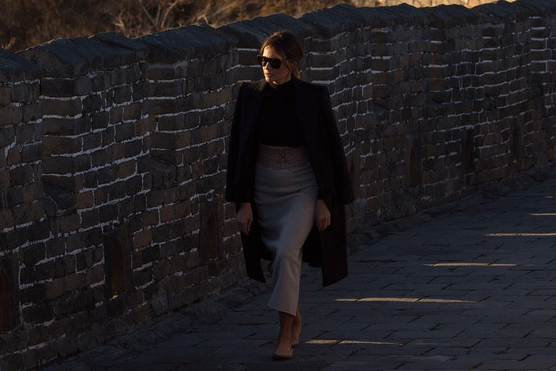 US First Lady Melania Trump walks on the Great Wall of China on the outskirts of Beijing on November 10, 2017. / AFP PHOTO / Nicolas ASFOURI        (Photo credit should read NICOLAS ASFOURI/AFP/Getty Images)