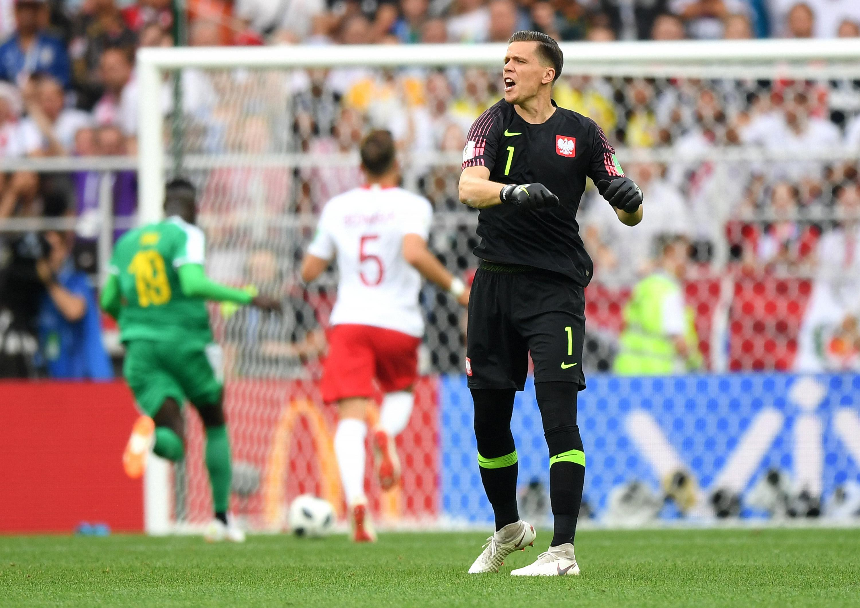 MOSCOW, RUSSIA - JUNE 19:  Wojciech Szczesny of Poland reacts after Mbaye Niang of Senegal breaks to score his team's second goal during the 2018 FIFA World Cup Russia group H match between Poland and Senegal at Spartak Stadium on June 19, 2018 in Moscow, Russia.  (Photo by Shaun Botterill/Getty Images)