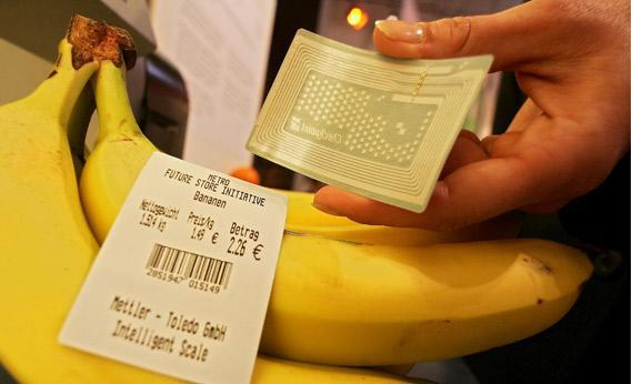 An RFID label with a microchip beside bananas.