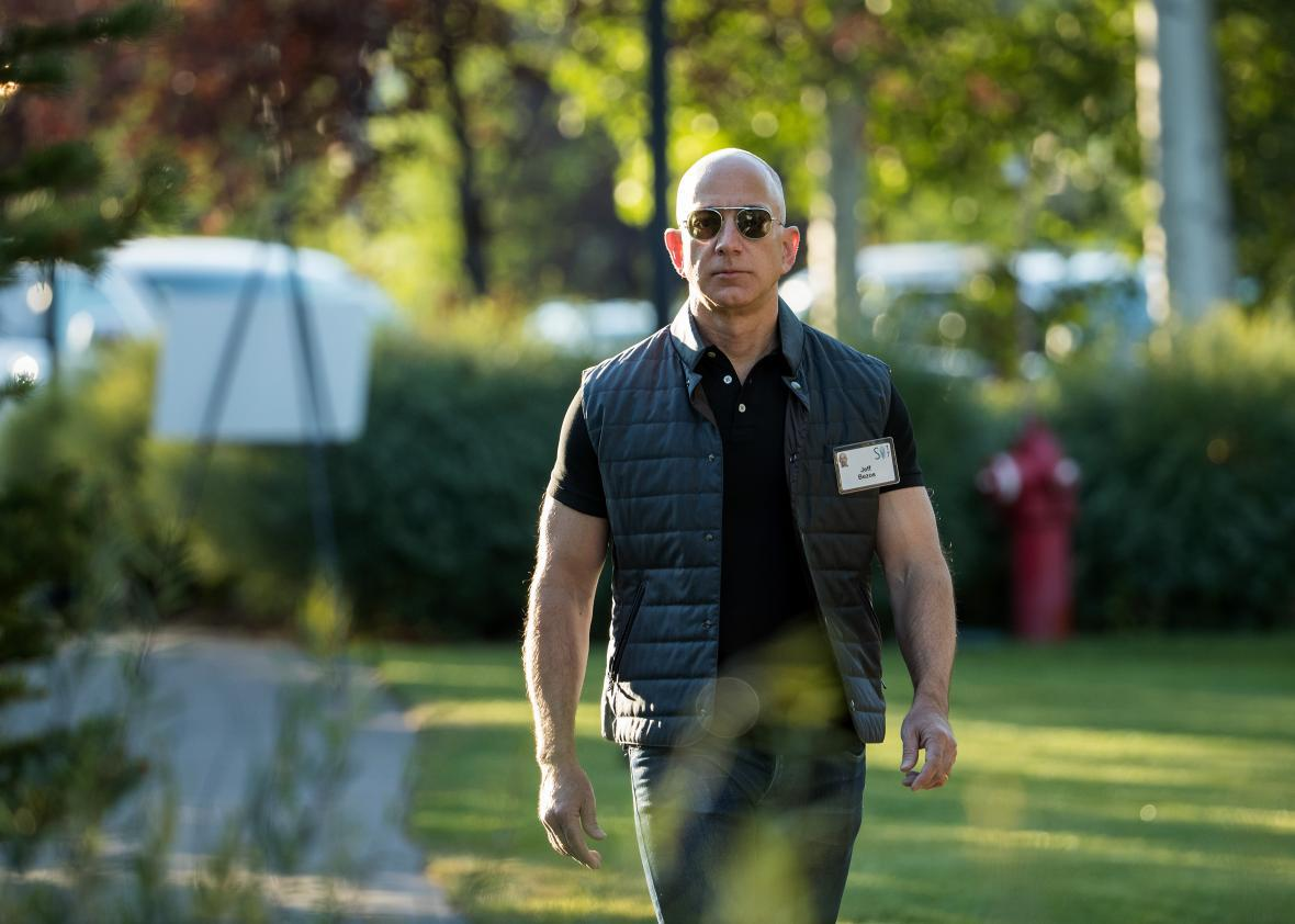 Newly swole Jeff Bezos shows off his  ceps at the Sun Valley Conference on  July 13 b1bb54391e