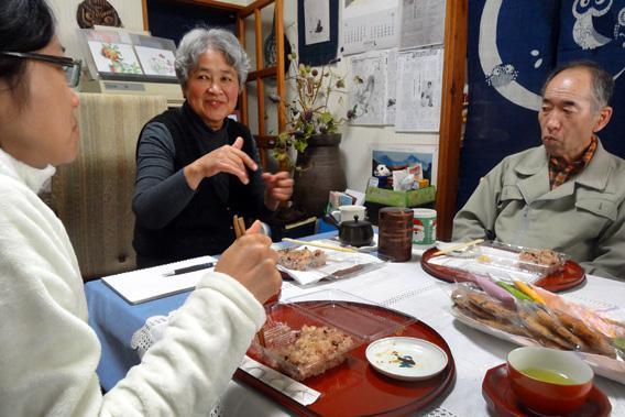 Naoko Ito, center, shares a meal with her husband, right, and Mai Nishiyama, the author's translator, in November 2012 in Naraha, Fukushima Prefecture.