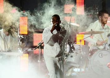 Singer Kendrick Lamar performs together with Imagine Dragons during the 56th Grammy Awards in Los Angeles, California, January 26, 2014.