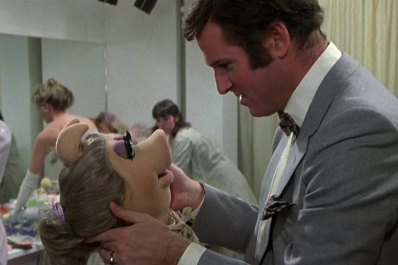 Charles Grodin and Miss Piggy looking into each other's eyes in a still from The Great Muppet Caper.