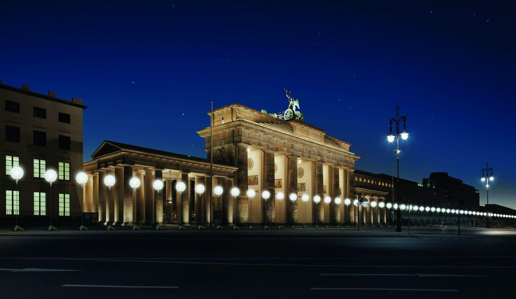 Visualization of the Lichtgrenze at Brandenburg Gate that will take place on Nov. 7–9 to commemorate the 25th anniversary of the fall of the Berlin Wall