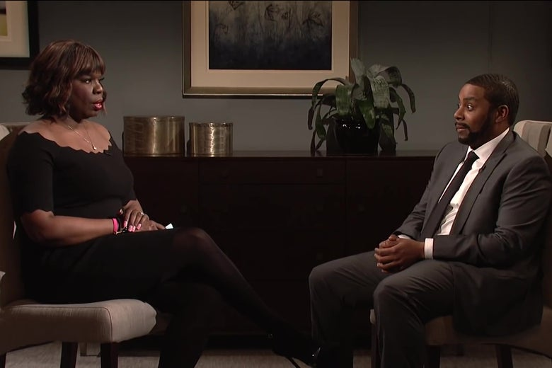 Leslie Jones, as Gayle King, and Kenan Thompson, as R. Kelly, recreate their interview on SNL.