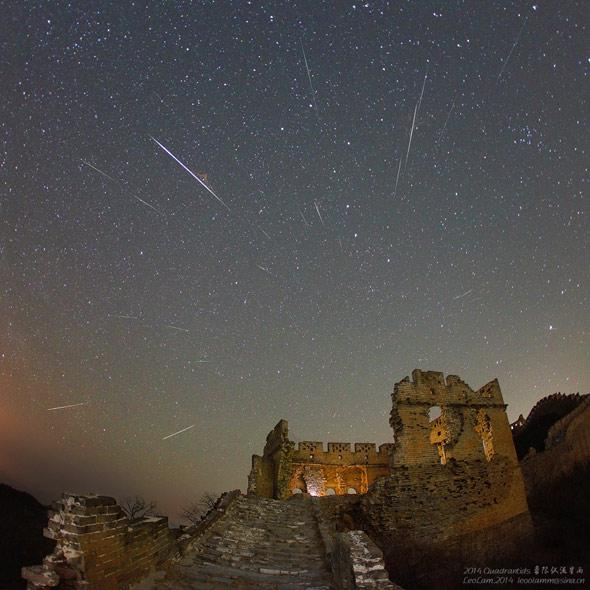 Meteors over the Great Wall