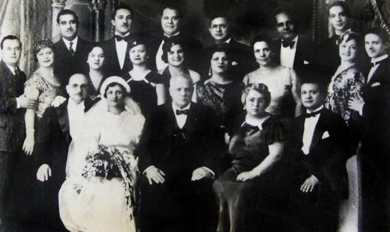 The Vallone family, 1935. Leah is in the center of the middle row, with the big smile.