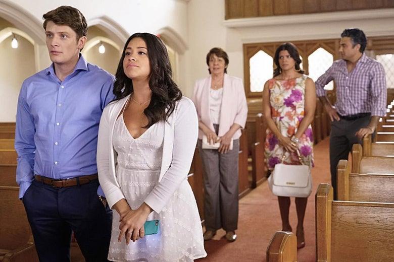 Michael (Brett Dier), Jane (Gina Rodriguez), Alba (Ivonne Coll), Xiomara (Andrea Navedo), and Rogelio (Jaime Camil) on Jane the Virgin.