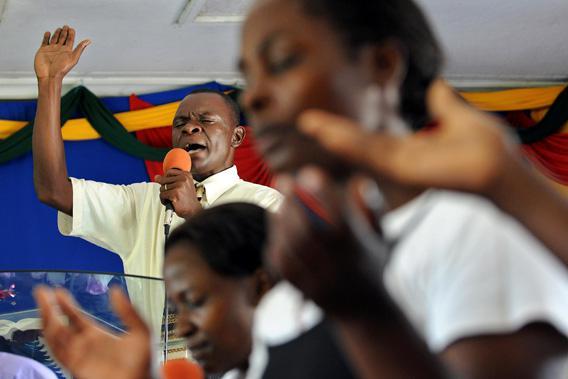 Worshippers of Shauri Moyo Baptist church in the town of Kisumu make special prayers November 2, 2008 for US Democratic presidential hopeful Barack Obama.
