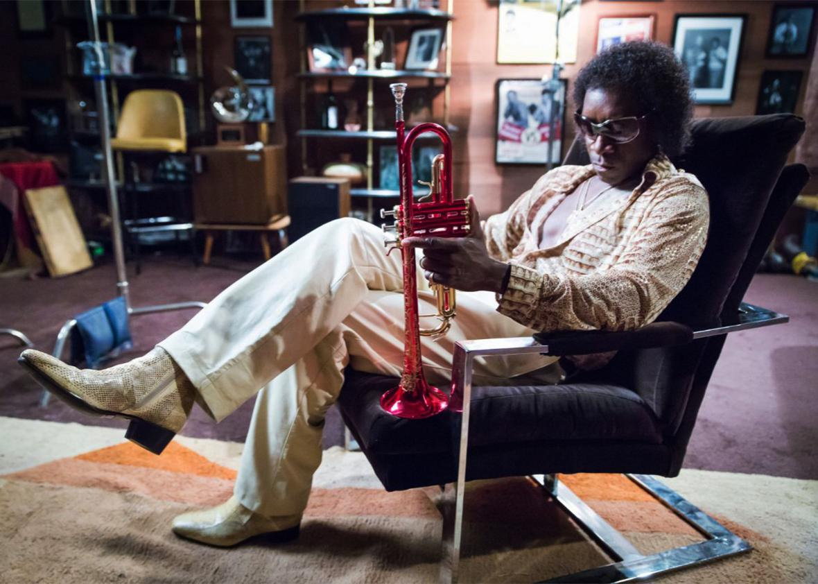 Still of Don Cheadle in Miles Ahead.