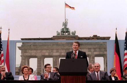 President Ronald Reagan, commemorating the 750th anniversary of Berlin, addresses on June 1987 the people of West Berlin near the Berlin wall.