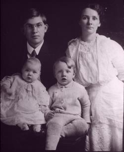 William Bloom, Louis Bloom, Robert Bloom, Esther Bloom, 1913.