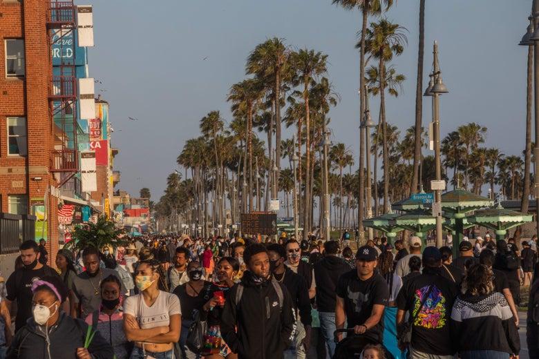 Americans Pack Beaches, Boardwalks, Parties on Memorial Day Weekend