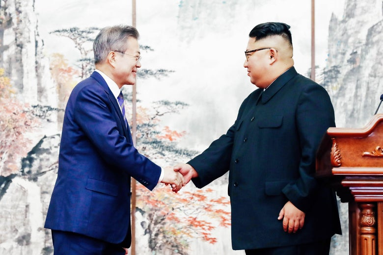 Moon Jae-in and Kim Jon-un shake hands.