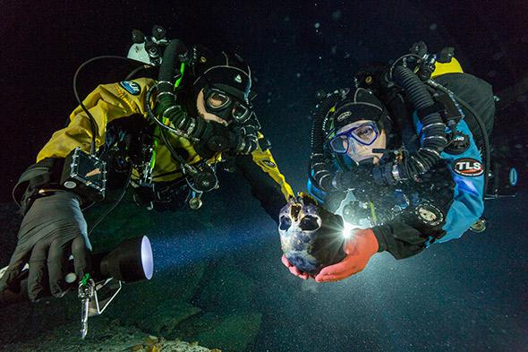 Divers Alberto Nava and Susan Bird transport the Hoyo Negro skull to an underwater turntable so that it can be photographed in order to create a 3-D model.