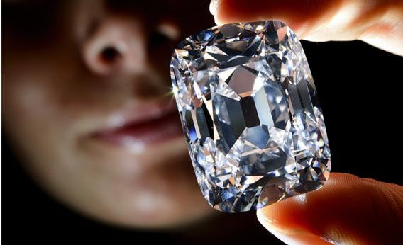A model holds the 'Archduke Joseph' historical diamond.