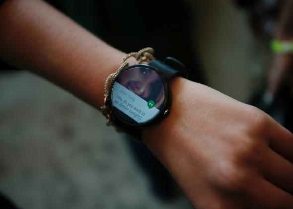 Motorola's Moto 360 sold out online in under three hours, Apple's iWatch up next
