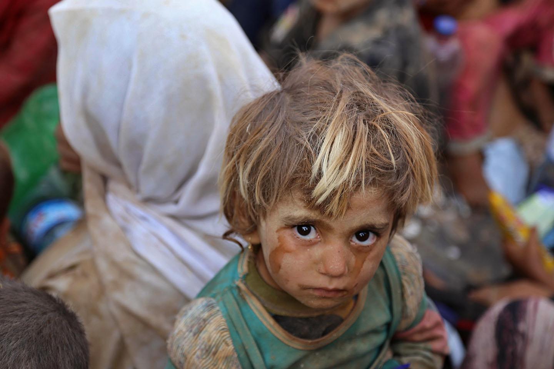 Yazidis arrive in the city of Haseki, Syria, on August 10, 2014.