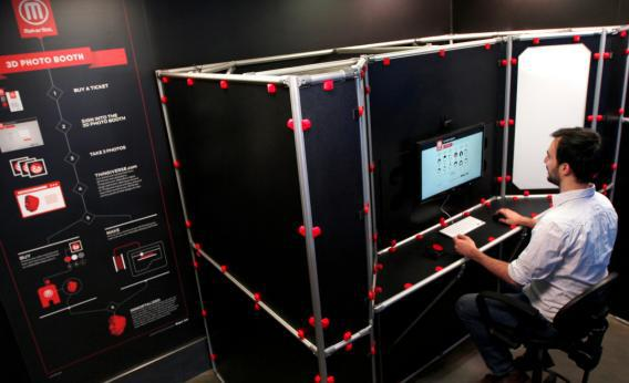 MakerBot blogger Andrew Pelkey tries out the company's new 3D Photo Booth.
