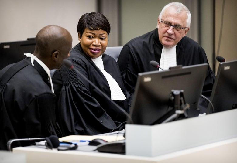 "Chief Prosecutor of the International Criminal Court Fatou Bensouda and Deputy Prosecutor James Stewart at the ICC of the Hague. ""Srcset ="" https: //compote.slate.com/images/c7f72d46-8c5a-42ca-9391-b8ab9a3e264e.jpeg?width=780&height=520&rect=5000x3333&offset=0x0 1x, https://compote.slate.com/images / c7f72d46-8c5a-42ca -9391-b8ab9a3e264e.jpeg? Width = 780 & height = 520 & rect = 5000x3333 & offset = 0x0 2x"