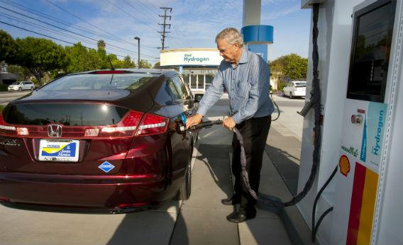 A hydrogen fueling station and fuel cell vehicle.