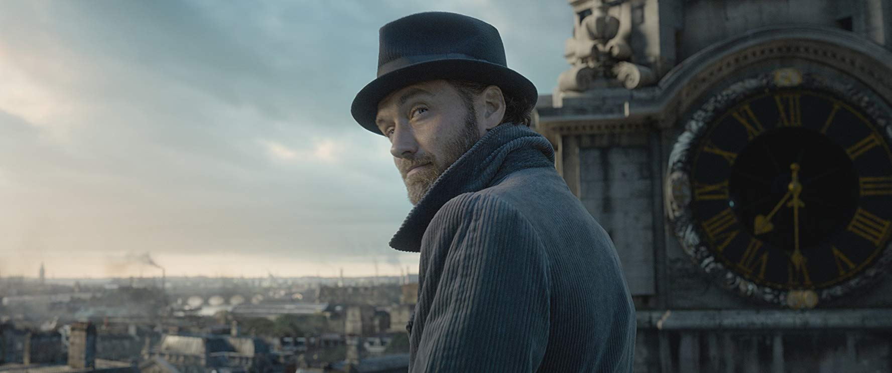 Jude Law in Fantastic Beasts: The Crimes of Grindelwald.