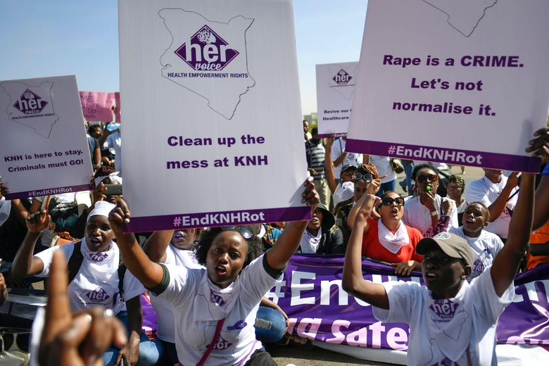 Kenyan women protest on January 23, 2018 against rape allegations at the flagship Kenyatta National Hospital (KNH) in Nairobi. Kenya's health minister has ordered an investigation into the claims, after social media posts alleged that male staff members targeted the women when they went to feed their babies. / AFP PHOTO / SIMON MAINA        (Photo credit should read SIMON MAINA/AFP/Getty Images)