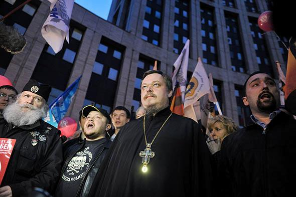 Russian Orthodox Church spokesman Vsevolod Chaplin (C) attends a rally to support the Russian Orthodox church.