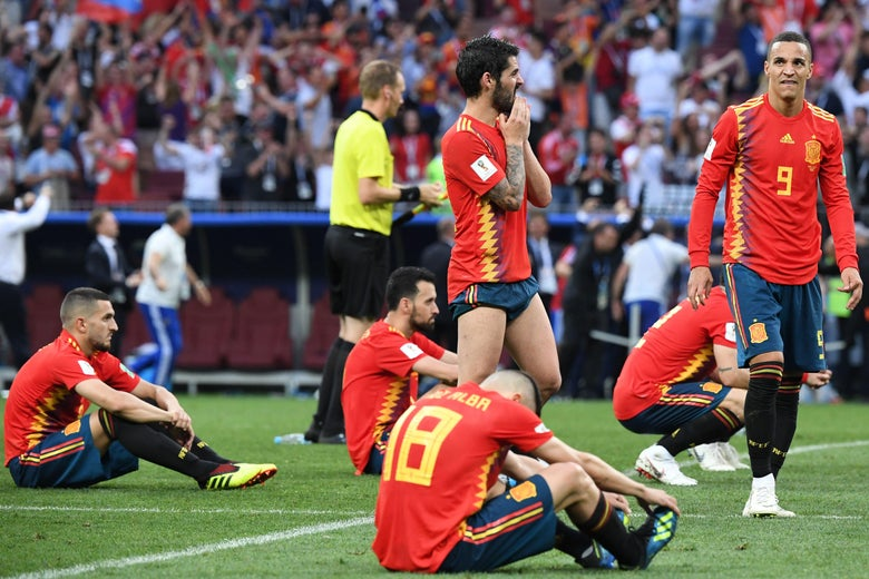 Spain's players look dejected after losing to Russia