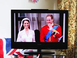 Keeping up with the royal wedding on the Tube. Click image to expand.