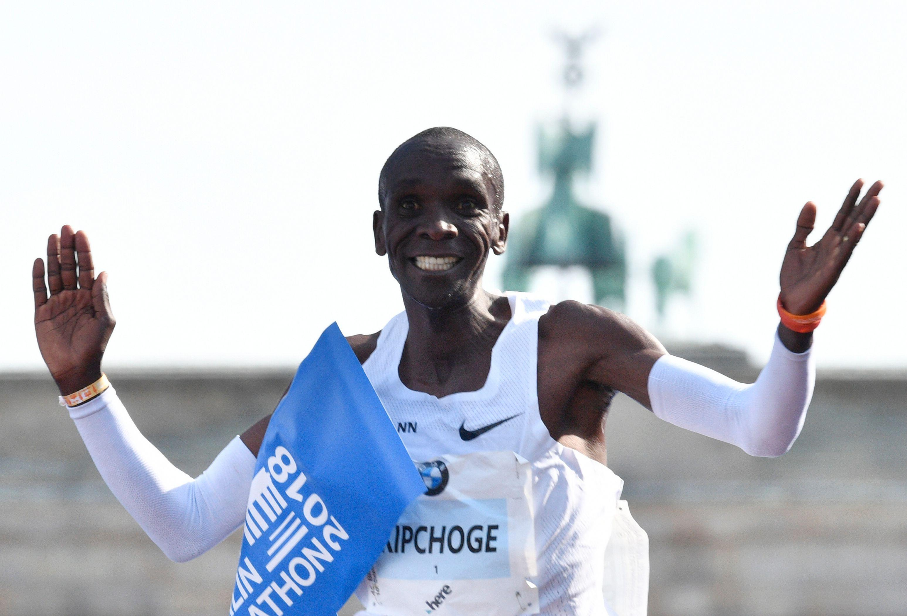 Kenya's Eliud Kipchoge crosses the finish line to win the Berlin Marathon setting a new world record with 2h01:39 on September 16, 2018 in Berlin. (Photo by John MACDOUGALL / AFP)        (Photo credit should read JOHN MACDOUGALL/AFP/Getty Images)