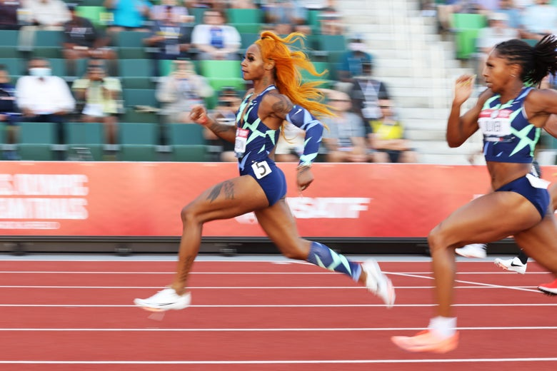 Action shot of Sha'Carri Richardson sprinting at the head of the pack