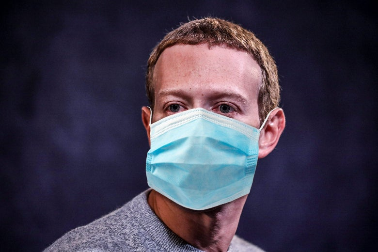 Mark Zuckerberg wears a face mask