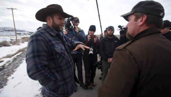 Armed Oregon protester meets with sheriff