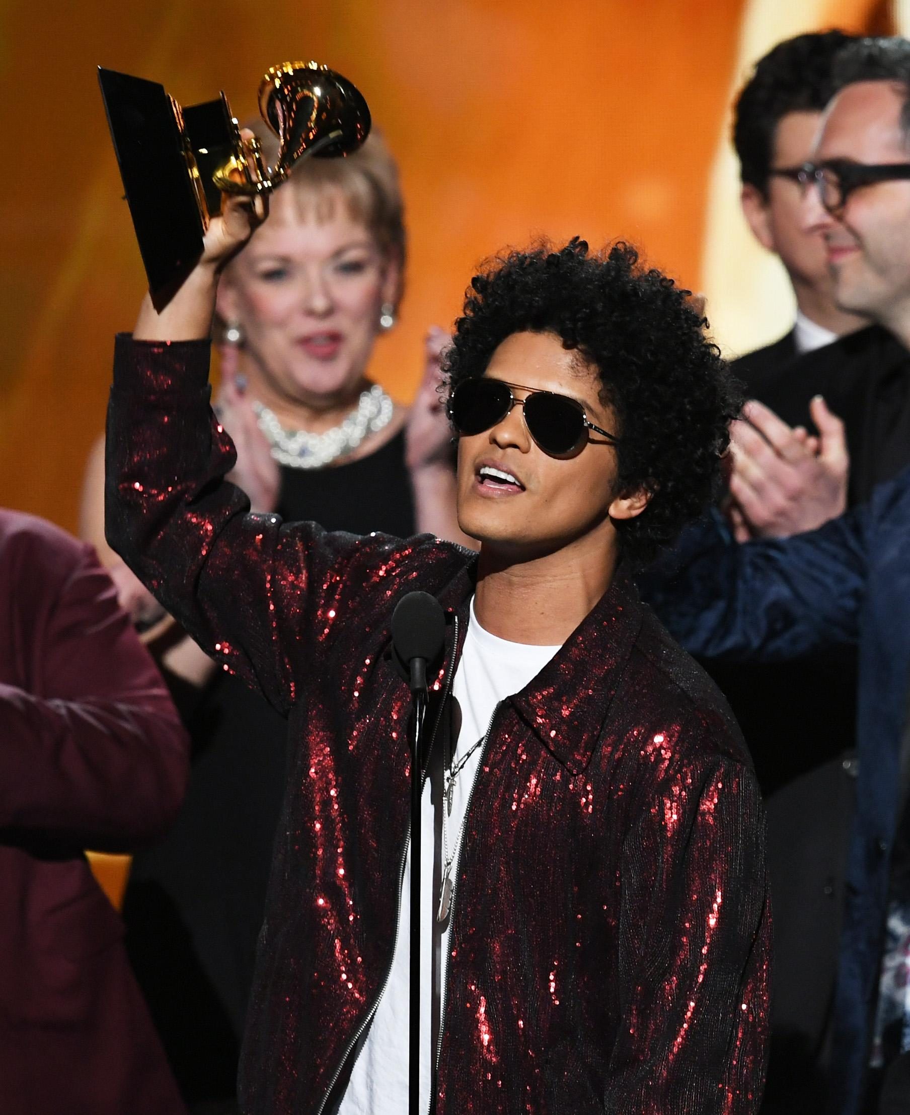 NERecording artist Bruno Mars (C) accepts Album of the Year for '24K Magic' with production team onstage during the 60th Annual GRAMMY Awards at Madison Square Garden on January 28, 2018 in New York City.