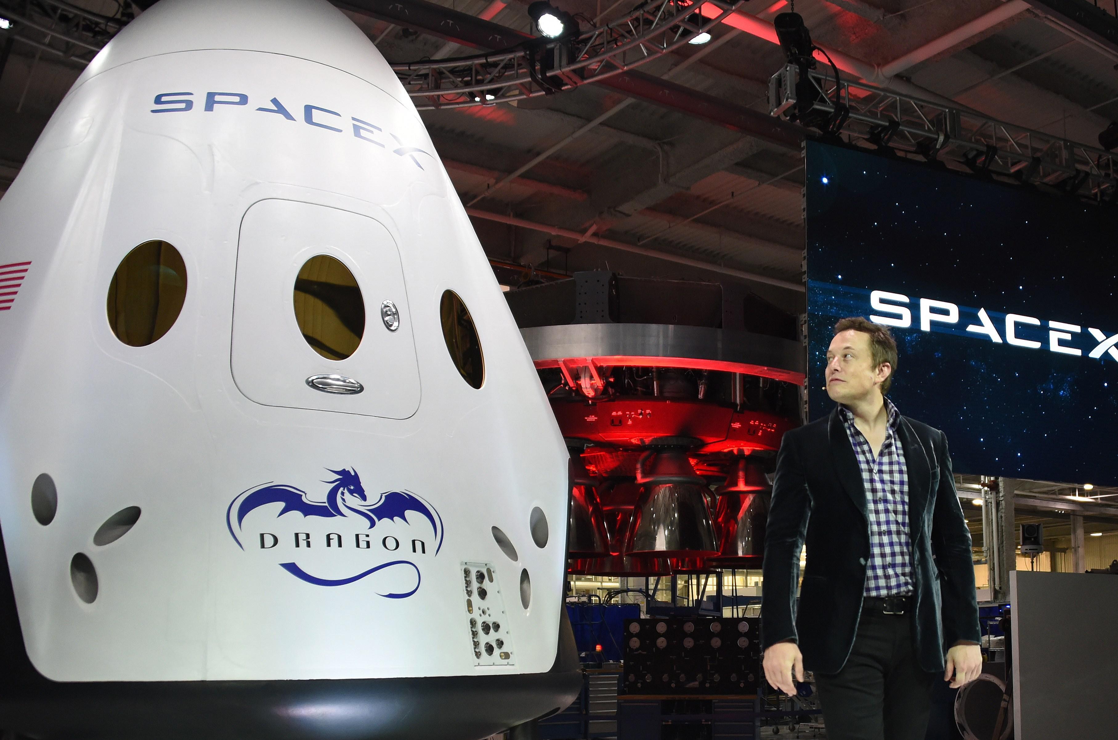 Elon Musk and the Dragon V2