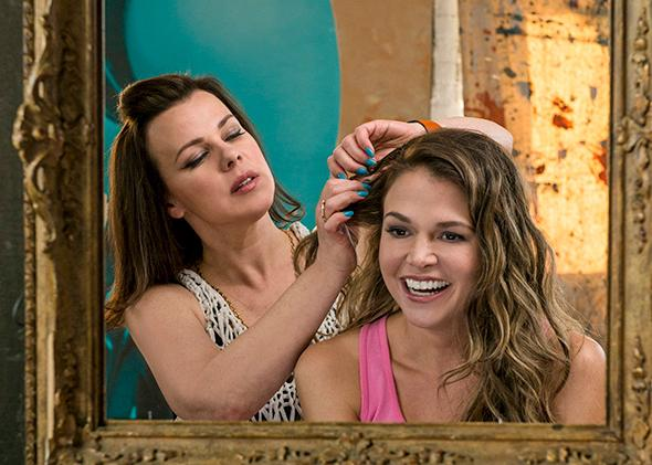 Maggie (Debi Mazar) gives Liza (Sutton Foster) a makeover to help her pass as a 26-year-old in Younger