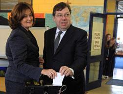 Irish Prime Minister Brian Cowen (R) and his wife Mary cast their ballot on the second referendum on the European Union's Lisbon Treaty.