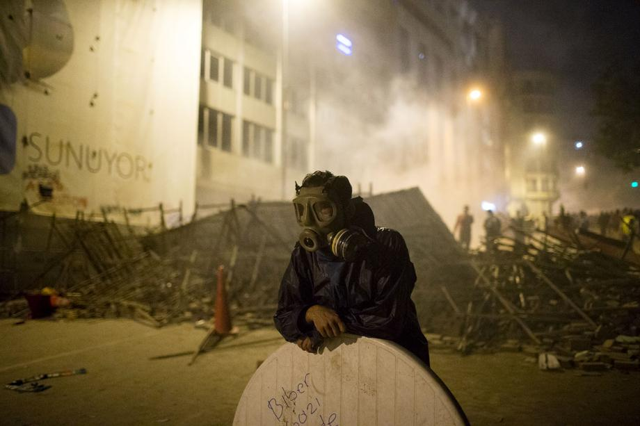 A protester looks on during clashes with Turkish police near Turkish prime minister Recep Tayyip Erdogan's office, June 4, 2013 in Istanbul, Turkey.