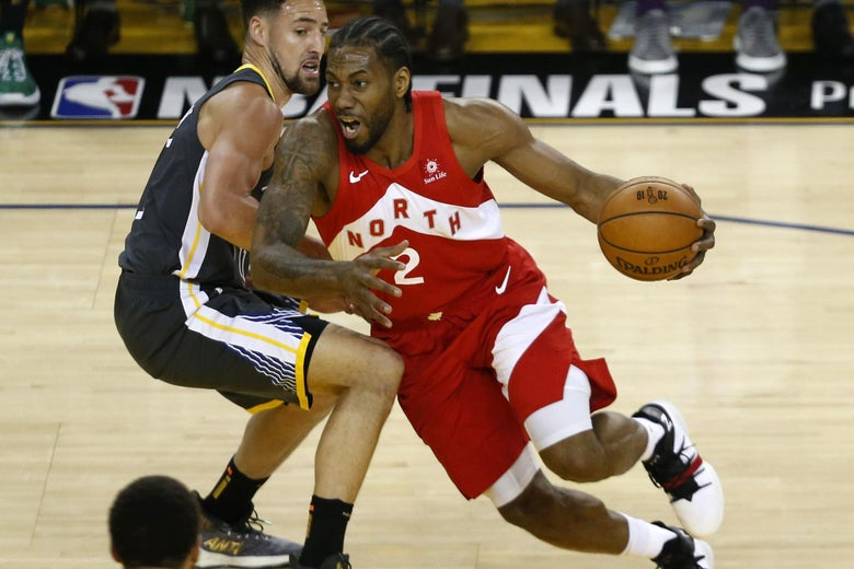 OAKLAND, CALIFORNIA - JUNE 07:  Kawhi Leonard #2 of the Toronto Raptors is defended by Klay Thompson #11 of the Golden State Warriors in the first half during Game Four of the 2019 NBA Finals at ORACLE Arena on June 07, 2019 in Oakland, California. NOTE TO USER: User expressly acknowledges and agrees that, by downloading and or using this photograph, User is consenting to the terms and conditions of the Getty Images License Agreement. (Photo by Lachlan Cunningham/Getty Images)