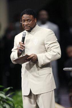 Bishop Eddie Long gives a sermon where he addressed sex scandal allegations. Click image to expand.