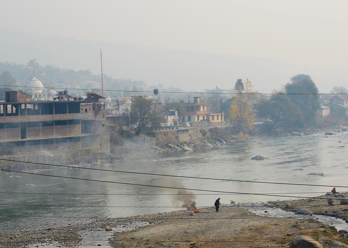 The banks of the Parvati river, on the road to Manikaran.
