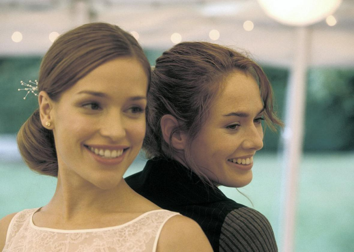 Piper Perabo and Lena Headey in Imagine Me & You (2005).