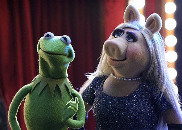 Kermit and Miss Piggy on the season premiere of The Muppets.