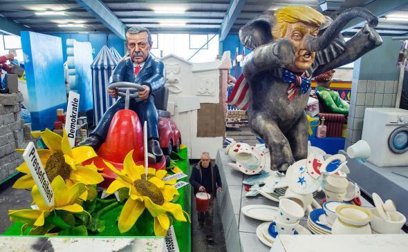 Erdogan and Trump carnival floats