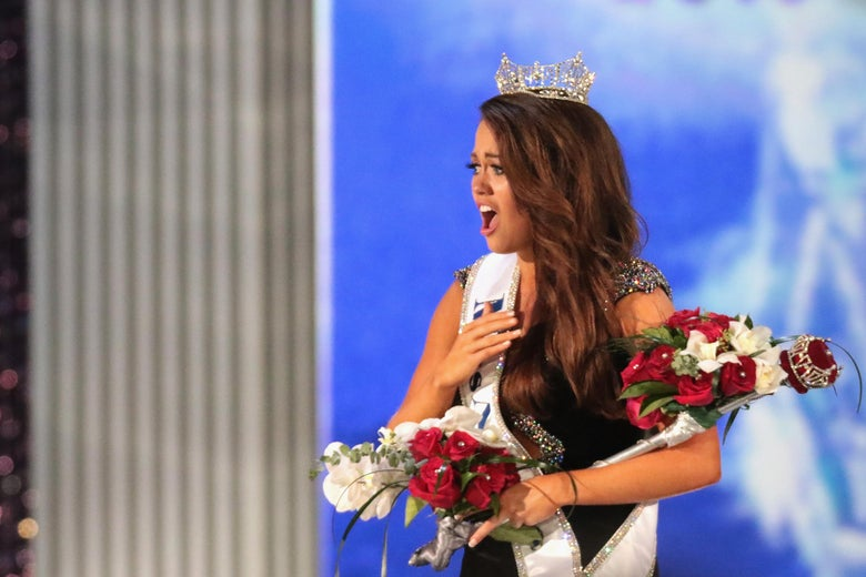 ATLANTIC CITY, NJ - SEPTEMBER 10:  Miss North Dakota 2017 Cara Mund is crowned as Miss America 2018 during the 2018 Miss America Competition Show at Boardwalk Hall Arena on September 10, 2017 in Atlantic City, New Jersey.  (Photo by Donald Kravitz/Getty Images for Dick Clark Productions)